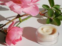 creme-visage-acide-hyaluronique-rose